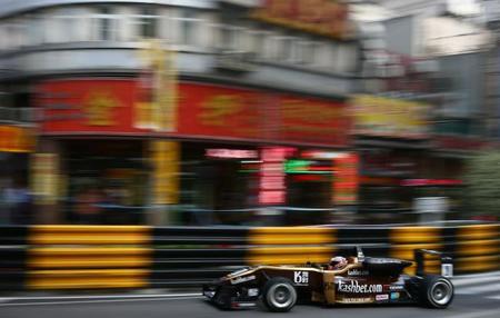 Felix Rosenqvist se impone en una animada carrera clasificatoria en Macao