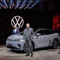 ¿Influye el aspecto de los vendedores en la compra de un coche eléctrico? Un experimento concluye que sí, y Volkswagen sale perdiendo