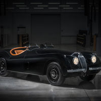 Jaguar Classic restaura a medida este precioso Jaguar XK120 de 1954 con motor de seis cilindros