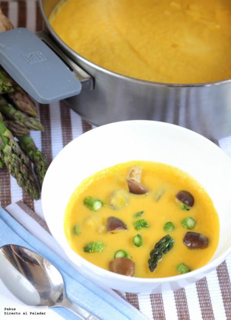 Crema de espárragos y verduras de primavera. Receta ligera