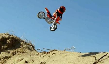 Un vídeo de motocross sin motos. Saltos, arena y stop motion