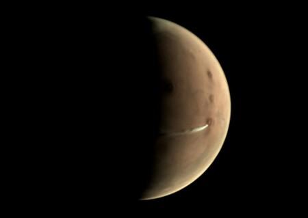 Una nube de 1.800 kilómetros de longitud aparece cada día en Marte, ahora finalmente sabemos cuál es su origen
