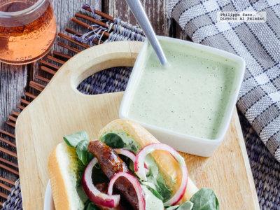 Hot Dog de chistorra con aderezo de cilantro. Receta facil