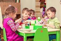¿Cuáles son las comunidades con los menús escolares más baratos y más caros?