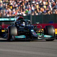Lewis Hamilton bate a Max Verstappen para salir primero en la primera carrera clasificatoria de la Fórmula 1