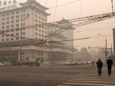 Pekín activa su primera alerta roja por contaminación: la mitad de los coches no podrán circular
