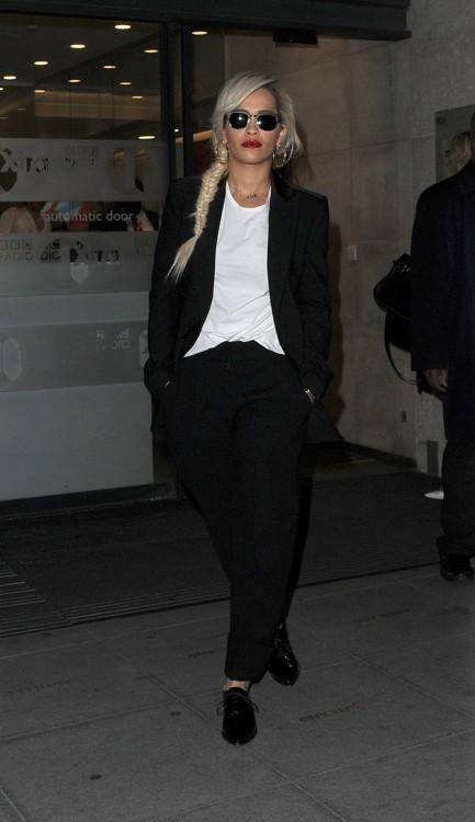 No ganamos para disgustos: Rita Ora, otra que se nos separa