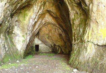 Cabrales-Maín-cueva