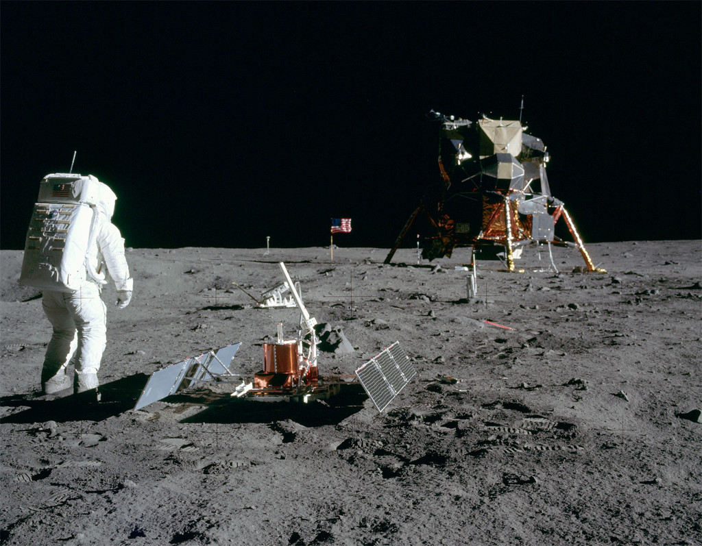 La NASA va a desprecintar algunas de las rocas lunares recogidas en la misión Apollo 11 por primera vez en décadas