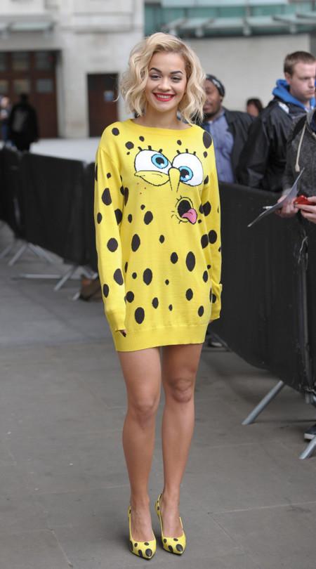Rita Ora amarillo