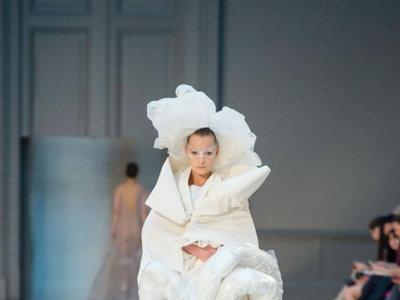 La Alta Costura de Galliano en Maison Margiela no quiere pisar el suelo