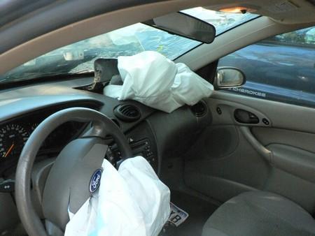 La NHTSA alerta sobre los coches con airbags falsificados