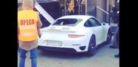 Dolorpasión™: los manifestantes en Ucrania  y el Porsche 911 Turbo de uno de sus ministros