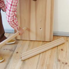 Foto 4 de 7 de la galería mesas-y-taburetes-que-se-guardan-colgados-en-la-pared en Decoesfera