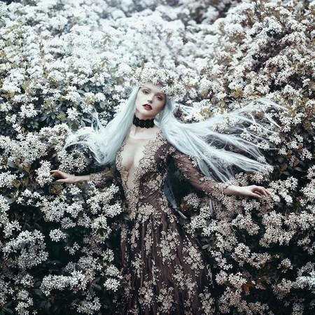 Esta fotógrafa tiene el superpoder de transformar mujeres en espectaculares cuentos de hadas