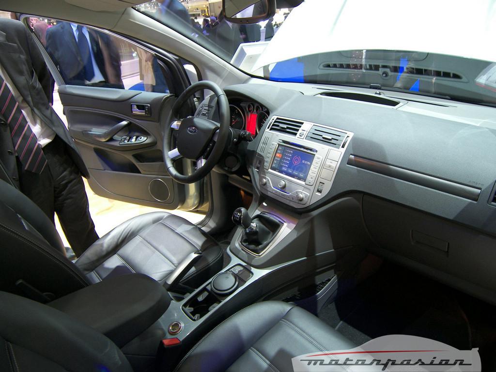 Foto de Ford Kuga en el Salón de Ginebra (11/20)