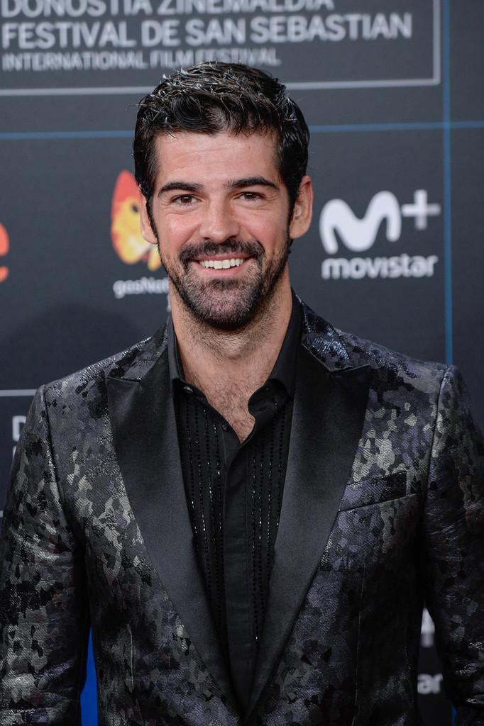 Mucho Brillo En Un Look Desafortunado Miguel Angel Munoz En El San Sebastian Film Festival