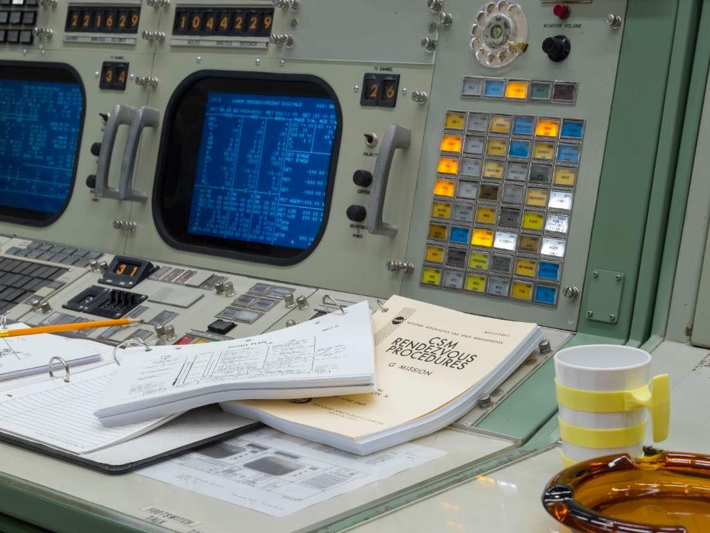 La interfaz de usuario de una cápsula Soyuz: cuando lo más práctico es