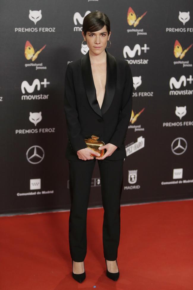 premios feroz alfombra roja look estilismo outfit Bruna Cusi