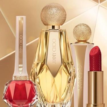 La primera colección de maquillaje  de Jimmy Choo (acompañada de seis perfumes) ha aterrizado en exclusiva en Douglas y es un auténtico lujo