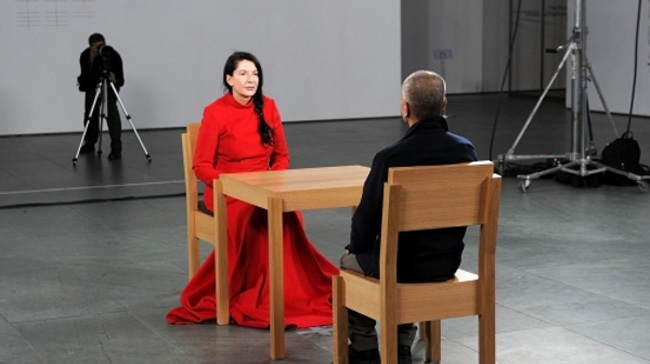 Un momento de documental 'Marina Abramovic: The artist is present'