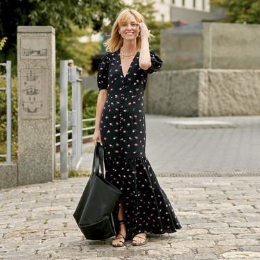 El street style nos muestra distintas maneras de cómo llevar un vestido largo (con estampado floral)