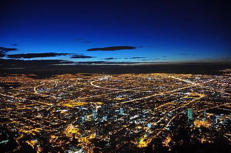 La Ley Zanahoria y otras cosas que cambiaron Bogotá (y el mundo) gracias a un hombre con una pistola de plástico