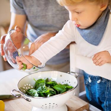 La AESAN actualiza las cantidades recomendadas de consumo de espinacas y acelgas en niños por la presencia de nitratos