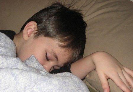 Pediatras y expertos en sueño advierten sobre el uso de la melatonina en niños