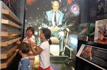Niños en la sección dedicada a Magneto