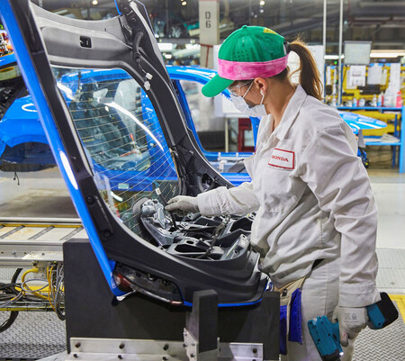 Honda begins production of Civic hatchback in Indiana