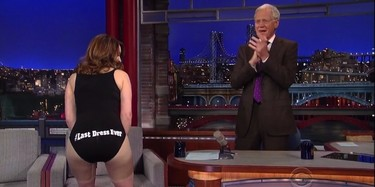 ¡Nunca más! Tina Fey dice adiós a los vestidos incómodos de la forma más espectacular