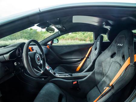 Mclaren 675LT MSO vestido en los colores Gulf del F1 GTR