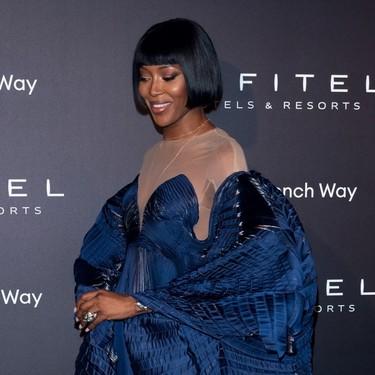 Naomi Campbell se convierte en un ángel azul gracias a un espectacular vestido de Iris Van Herpen