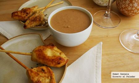 Brochetas de pollo con salsa de cacahuate. Receta de Navidad