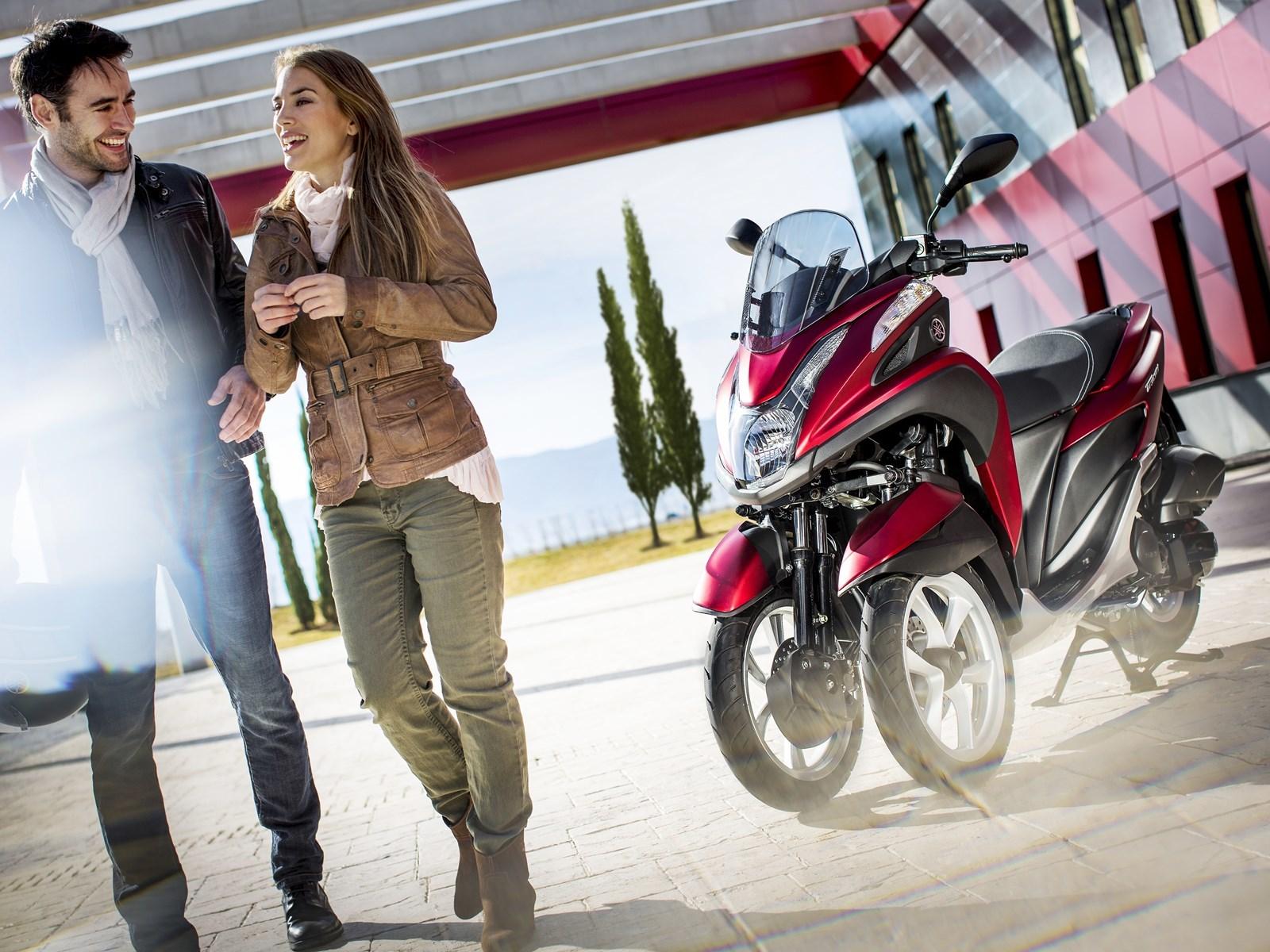 Foto de Yamaha Tricity 125 cc acción (16/21)