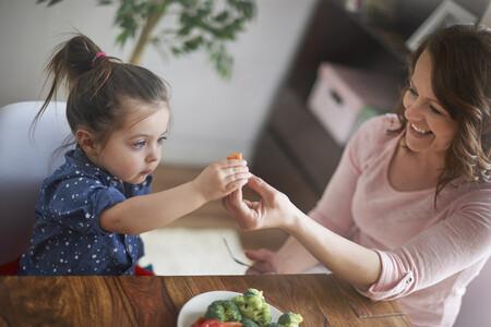 """""""Tengo una hija que come muy mal y es desesperante"""": mi experiencia como madre, preocupaciones y los trucos que nos funcionan"""