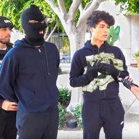 """Dos YouTubers se enfrentan a cuatro años de cárcel tras realizar varias """"bromas"""" y fingir que robaban bancos"""