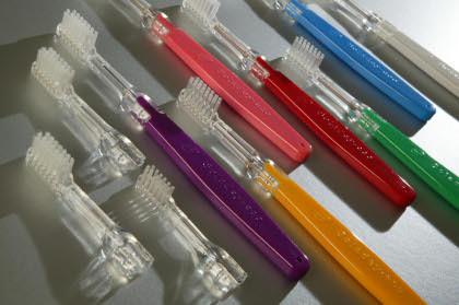 El cepillo de dientes que no necesita dentífrico