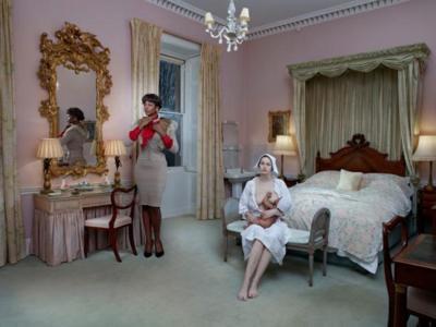 ¿Qué te parece el nuevo trabajo de la talentosa fotógrafo londinense Julia Fullerton-Batten?