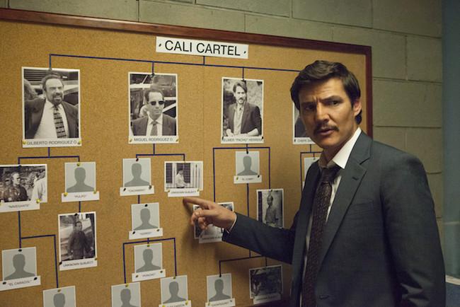 Javier Peña ante el tablero del Cartel de Cali