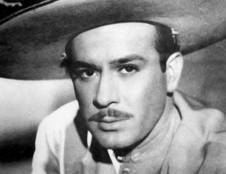 Omar Chaparro como Pedro Infante: Netflix estrena imagen y sinopsis de 'Como Caido del Cielo'