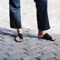 Duelo de sandalias: ¿quién luce mejor sus pies?
