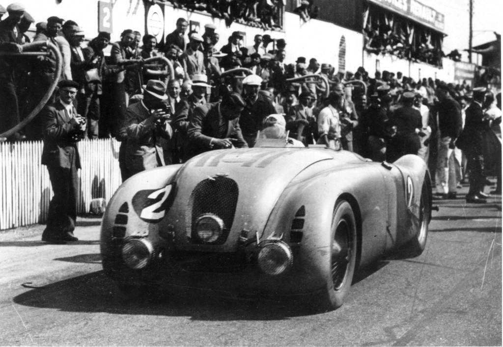 Foto de Bugatti Veyron Legend Jean-Pierre Wimille (10/10)