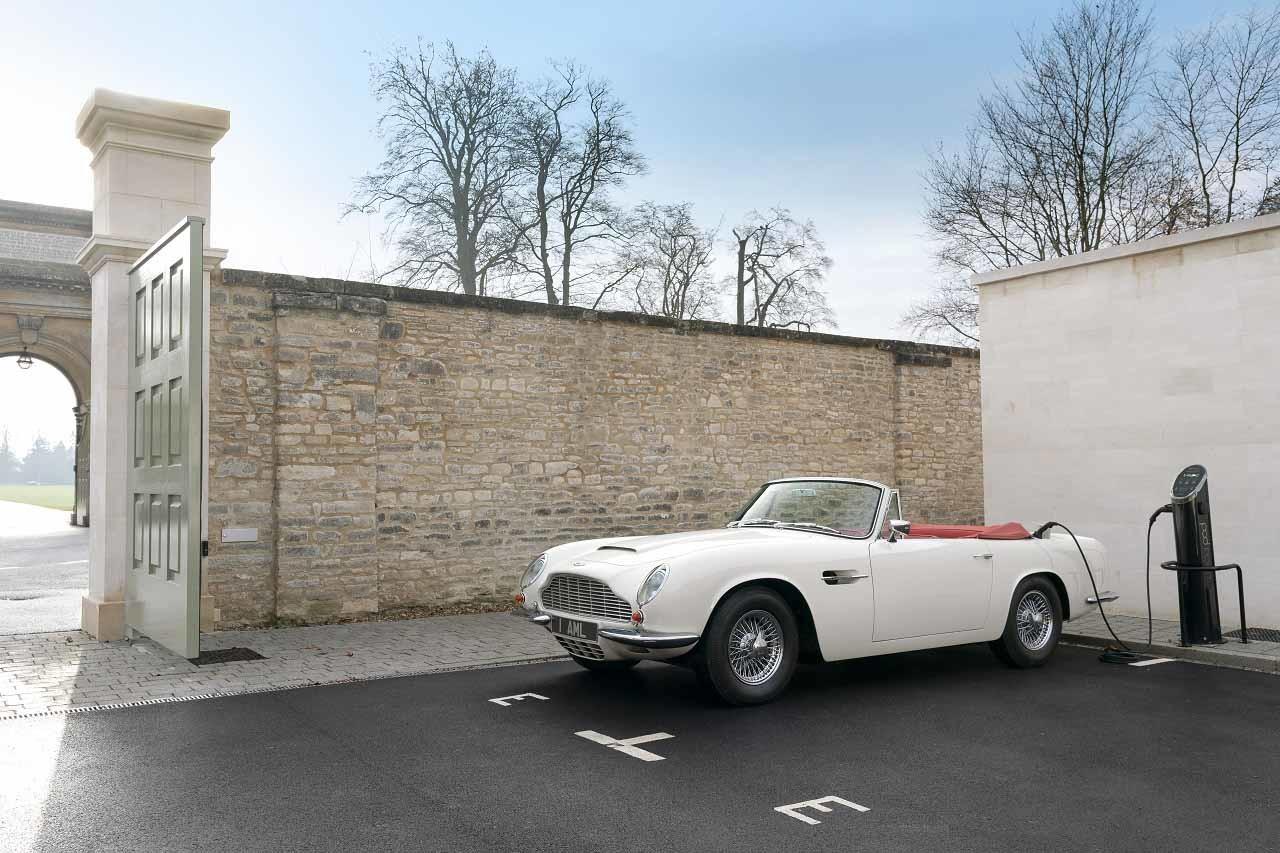 Foto de Aston Martin convierte tu auto clásico en un coche eléctrico (3/15)