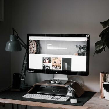Éstos soportes para monitor y el portátil de Amazon te garantizan un espacio organizado y una buena postura para trabajar desde casa