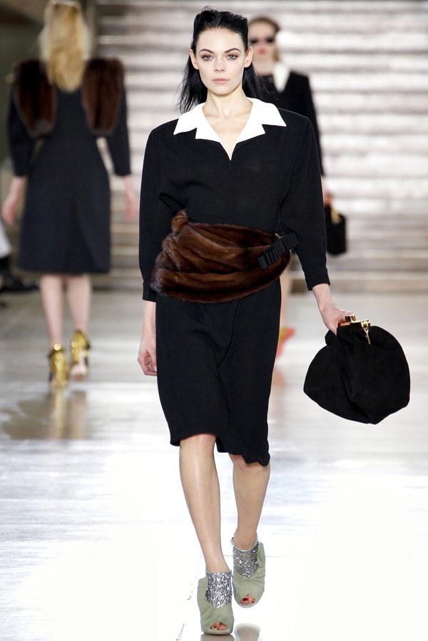 Foto de Miu Miu Otoño-Invierno 2011/2012 en la Semana de la Moda de París: Miuccia Prada al rescate (9/20)