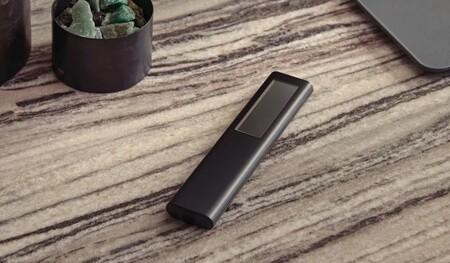 Samsung ha tenido la genial idea de ponerle un cargador solar al mando a distancia de la tele en el nuevo Eco Remote Control