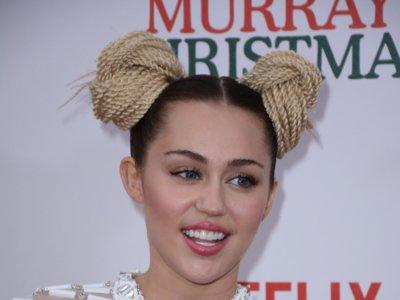 Miley Cyrus es la colegiala más extravagante ¡Esta chica se supera cada día más!