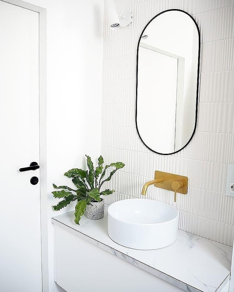 Lavabo peque/ño para cuarto de ba/ño color blanco para colgar en pared